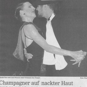 Kunstvoller Liebesakt, Champagner auf nackter Haut, Hanauer Anzeiger 2005